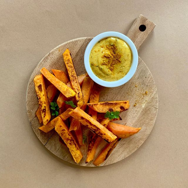 frites-patate-douce-curry-mayo